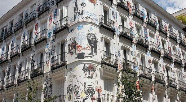 В Мадриде на одном из домов уничтожены фрески