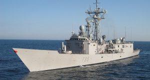 Военные моряки оказали помощь беременной беженке