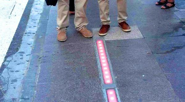 В Испании начал работать первый светофор для тех, кто «живет в смартфоне»