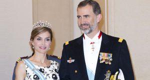 Король и королева отправились в Португалию