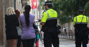Полиция Барселоны начала штрафовать тех, кто пользуется услугами проституток