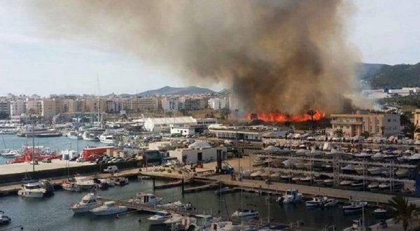 На Ибице горит парк Сес-Фейшес-де-Прат-де-Вила