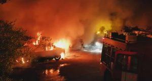 Сразу 10 машин сервиса Cabify сгорели на парковке в Севилье