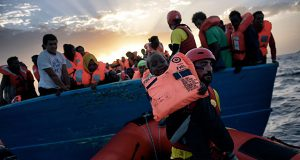 Испанские спасатели подобрали более 450 беженцев за последние несколько дней.