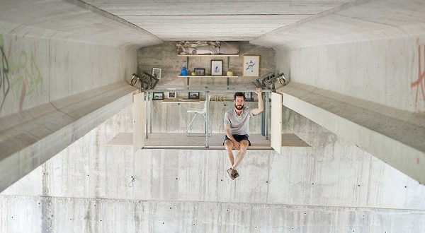 Под одним из мостов Валенсии появилась подвесная студия