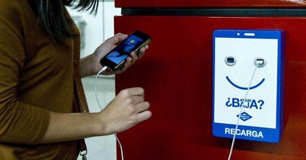 В столичном метро установят пункты заряда мобильных устройств