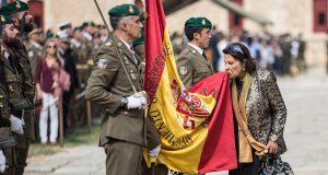 Жители Каталонии, поддерживающие единство Испании, провели акцию целования флага
