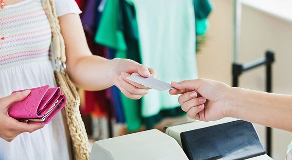 Большинство испанцев вынуждены больше тратить, чем накапливать