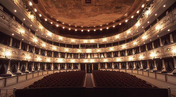 Мадрид приглашает молодежь в театры!