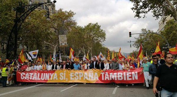 На приуроченный ко Дню Испании на военный парад пришло много участников и зрителей