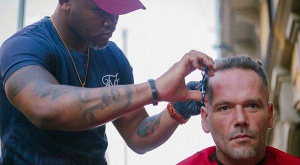 Испанский парикмахер Левин Кампас