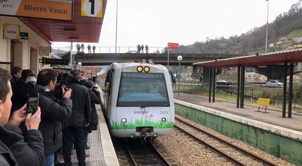 Поезд, работающий на природном газе, представлен в Испании
