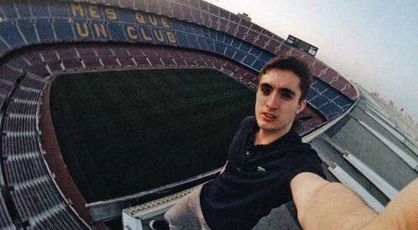 Россиянин выложил селфи, сделанное в самой высокой точке стадиона «Барселоны»