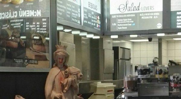Ресторанчик McDonald's оказался в центре религиозного скандала