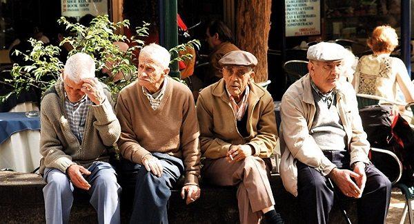 Население пиренейского королевства стремительно стареет