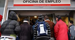 - 500 000: безработица пошла на спад
