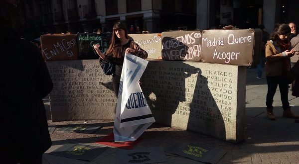 По испанским городам прокатилась волна акций в поддержку беженцев