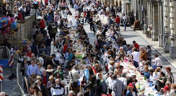 В Авилесе накрыли стол на 11 000 человек!
