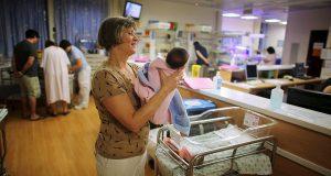 Испанки, работавшие в Британии медсестрами, возвращаются на родину
