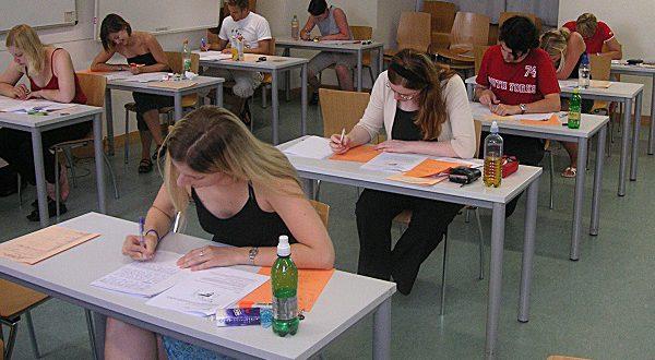 Четверть испанских подростков слабо разбираются в финансах