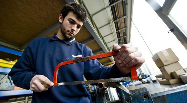 Молодые испанцы согласны трудиться не менее, чем за 20000 евро в год