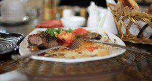Закон обяжет ресторации делиться излишкам пищи с малоимущими