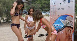 На некоторых испанских пляжах появился солнцезащитный душ