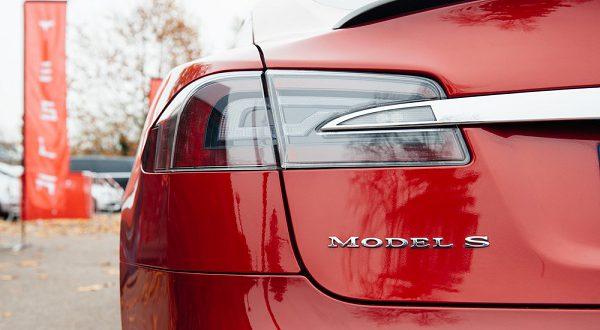 Электромобили Tesla стали более продаваемыми в 2017 году