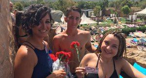 Цветы, кава и объятия – этим встречают туристов в Бенидорме