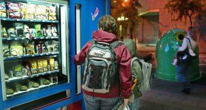 В школах Валенсии автоматы с пирожными «перепрофилируют» на фрукты