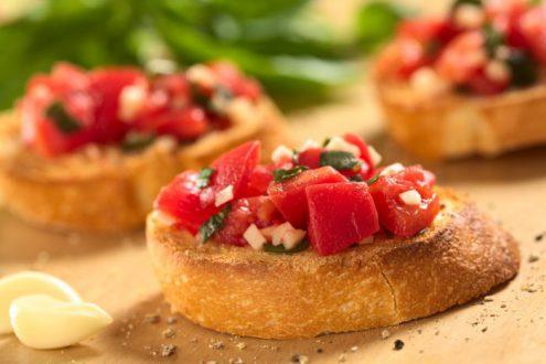 хлеб с помидором