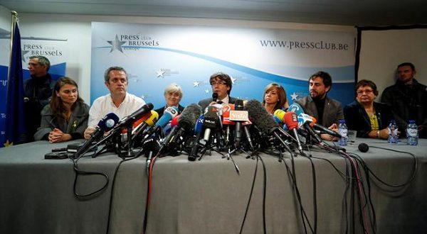Экс-глава Каталонии и его министры добровольно сдались бельгийской полиции