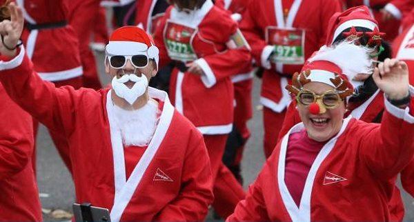 В Мадриде прошел традиционный забег Дедов Морозов
