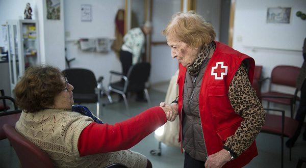 Старейший волонтер Красного Креста в свои 102 года готова продолжить работу