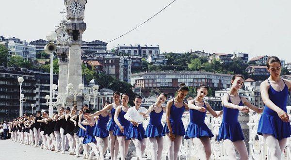 Хореографы собрали на одном уроке 1500 балерин