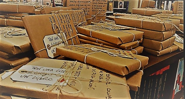 Книжный магазин в Оренсе продает книги, не показывая их названия и автора