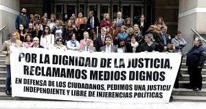 Работники прокуратуры и судьи провели забастовку