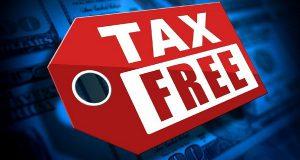 Порог Tax Free может быть снижен в Испании до нуля Приезжать в Испанию с туристическими целями может стать еще выгоднее, чем сейчас. Дело в том, что каждый иностранец, совершая покупки в Испании, может вернуть так называемый Tax Free в размере 21% от стоимости покупок. Но есть и ограничение, которое позволяет применять данное правило лишь к покупкам на сумму свыше 90.15 евро. По сегодняшним меркам это есть хорошо и многие туристы выбирают другие направления отдыха. Сейчас готовится предложение о упразднении данного порога. Оно является актуальным, прежде всего, для малого бизнеса, стоимость продуктов, товаров и услуг в котором остается невысокой. Данная мера должна стимулировать иностранцев, приезжающих в королевство отдохнуть, на совершение большего числа покупок. Аналитики отмечают, что в последние годы увеличился приток туристов из стран-участниц ЕС. Задачей правительства является создание лучших условий для приезжих, в том числе и за счет снижения порога Tax Free до нуля за все виды покупок. Если ожидания бизнеса и законодателей оправдаются, возможен значительный положительный эффект для экономики страны. Вероятно, данный закон будет окончательно утвержден уже этим летом