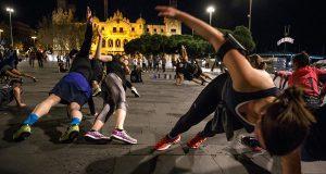 Любители спорта выходят на улицы Барселоны ночью