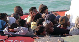 Испанскую границу близ Сеуты штурмуют мигранты
