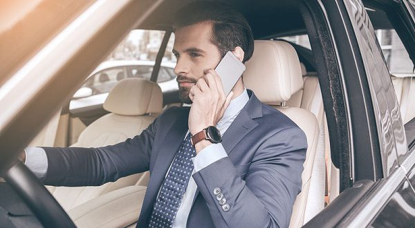 Власти Испании анонсировали ужесточение мер к водителям, разговаривающим по телефону