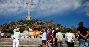 В Долине Павших прошла акция противников перезахоронения останков Франко