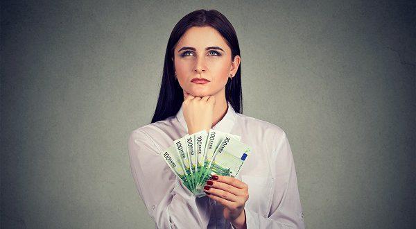 Испанские женщины более склонны экономить, чем мужчины.