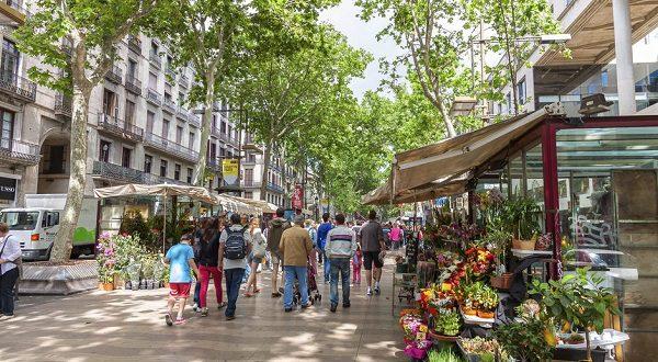Репутация Барселоны страдает от торговцев на ее улицах