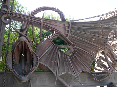 gaudi-iron-dragon-barcelona3