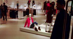 Примерка одежды в магазинах может стать платной в одном из регионов Испании