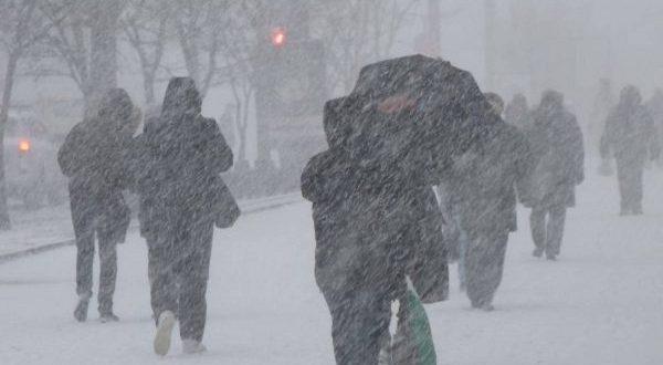Холода и непогода подняли прибыль магазинов, торгующих одеждой