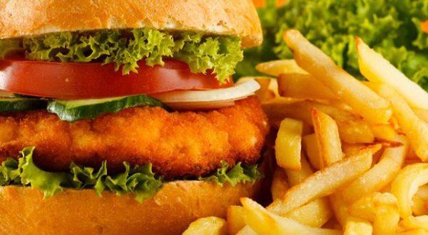 Испанские ученые утверждают, что «быстрая еда» есть причина депрессий