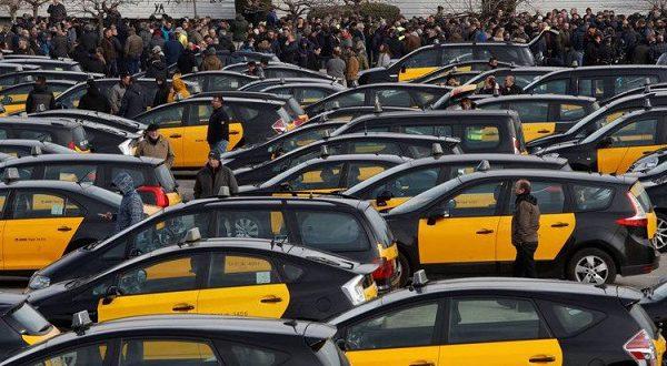 Новый витокпротивостоянии таксистов Барселоны и сервисовUberиCabify