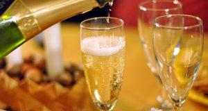 Испанские медики рассказали о пользе шампанского для женщин